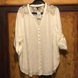 Harper blouse with lace detailing